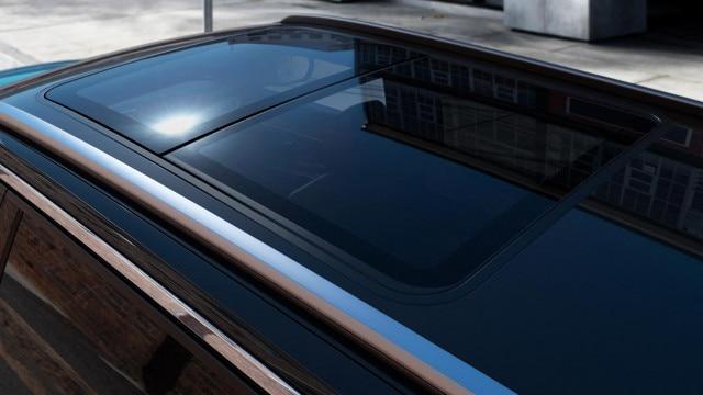 Nuevo SUV PEUGEOT 5008: techo solar panorámico