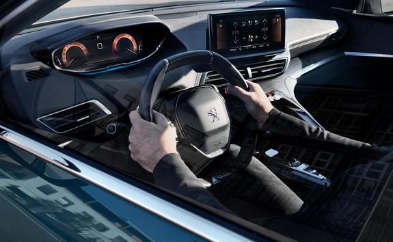 Nuevo SUV PEUGEOT 5008: PEUGEOT i-Cockpit® modernizado con volante compacto, nuevo cuadro de mandos elevado y nueva pantalla táctil capacitiva
